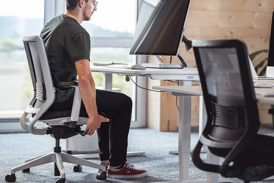 Adjust the seat height of your Yaasa Chair for a good body posture.
