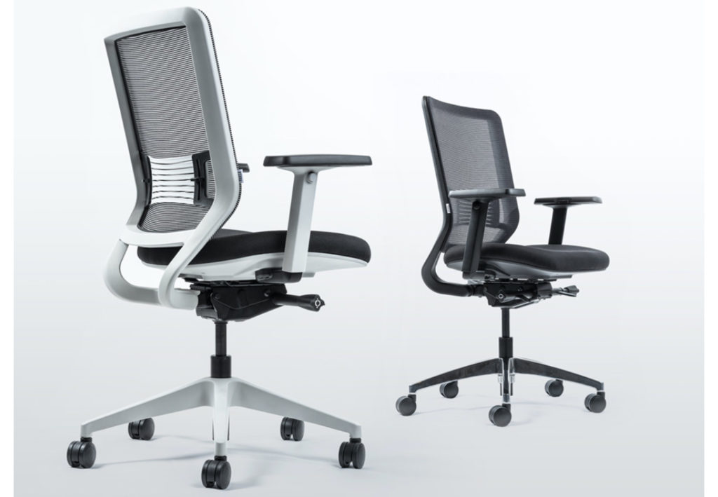 The Yaasa Chair comes in two different colours and enables maximum adjustability and ergonomics while sitting.